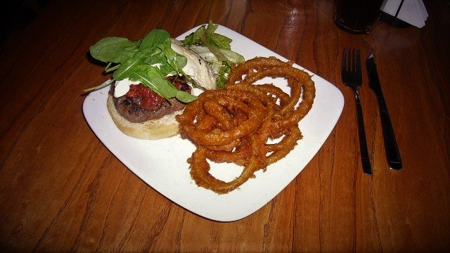 Mad-Bar-Burger-and-Onion-Rings