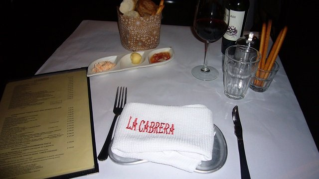 1-La-Cabrera-Table-Setting