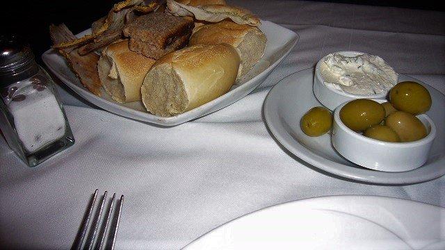 3-Il-Gran-Caruso-Table-Condiments
