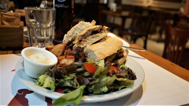 Cafe-Blues-Lomito-Sandwich-6