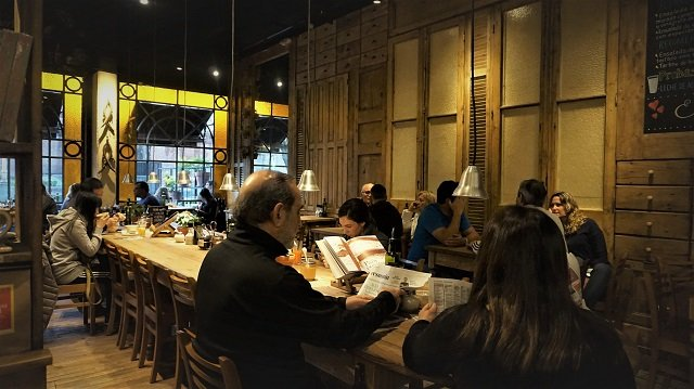 Le-Pain-Quotidien-Dining-Room-Recoleta-Mall-2