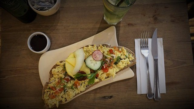Le-Pain-Quotidien-Tartine-Chicken-Curry-0
