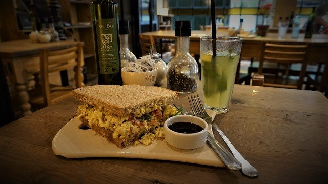 Le-Pain-Quotidien-Tartine-Chicken-Curry-1