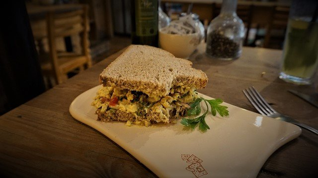 Le-Pain-Quotidien-Tartine-Chicken-Curry-2