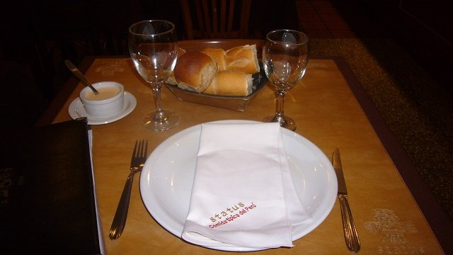 Status-Buenos-Aires-Table-Setting