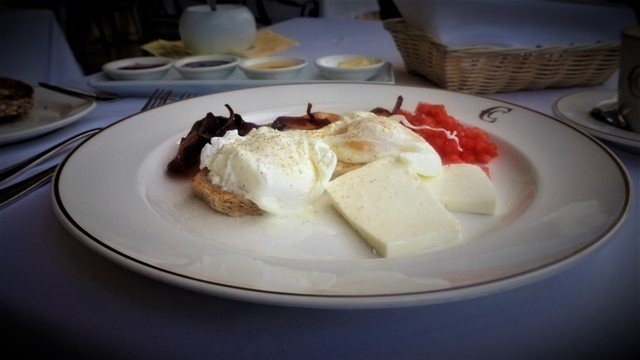 Poached Eggs at Perroquet for Breakfast