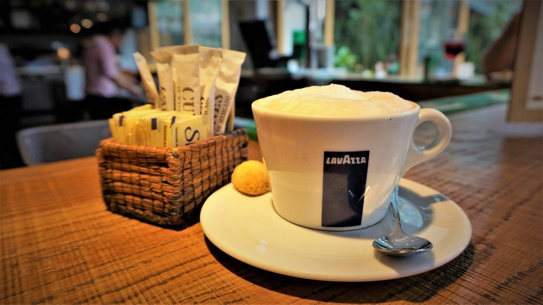 Cuines Polanco with cup of Italy