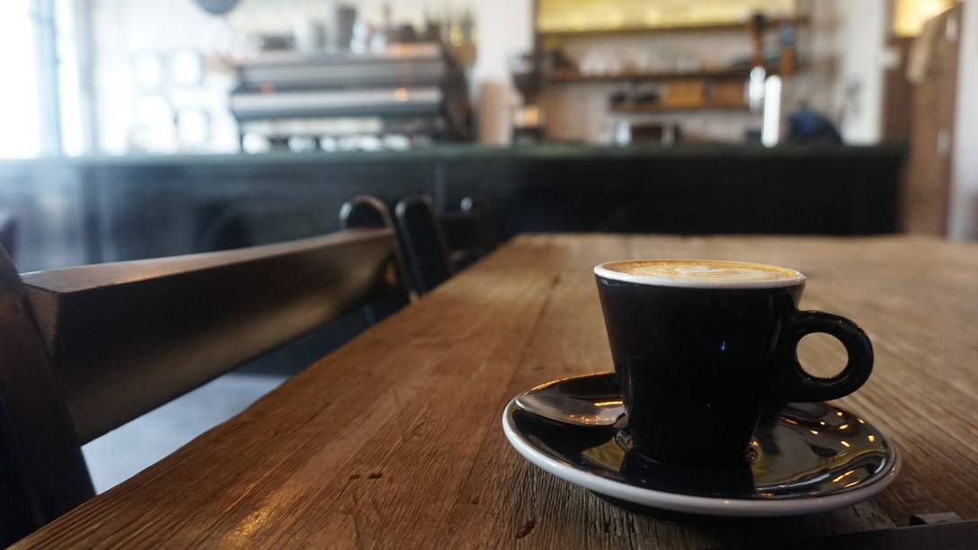 Dosis Cafe - Black on Black