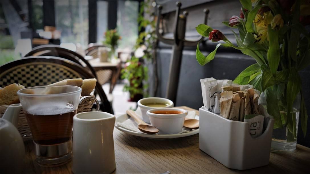 Le Creperie de la Paix - Is that tea?