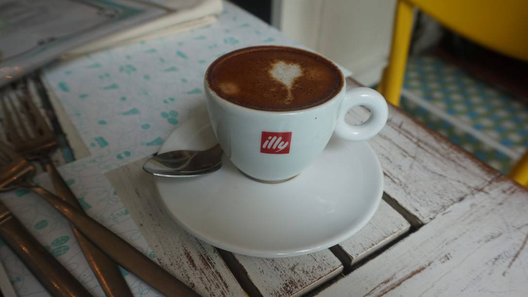 Maison Belen - a cup of strong Illy