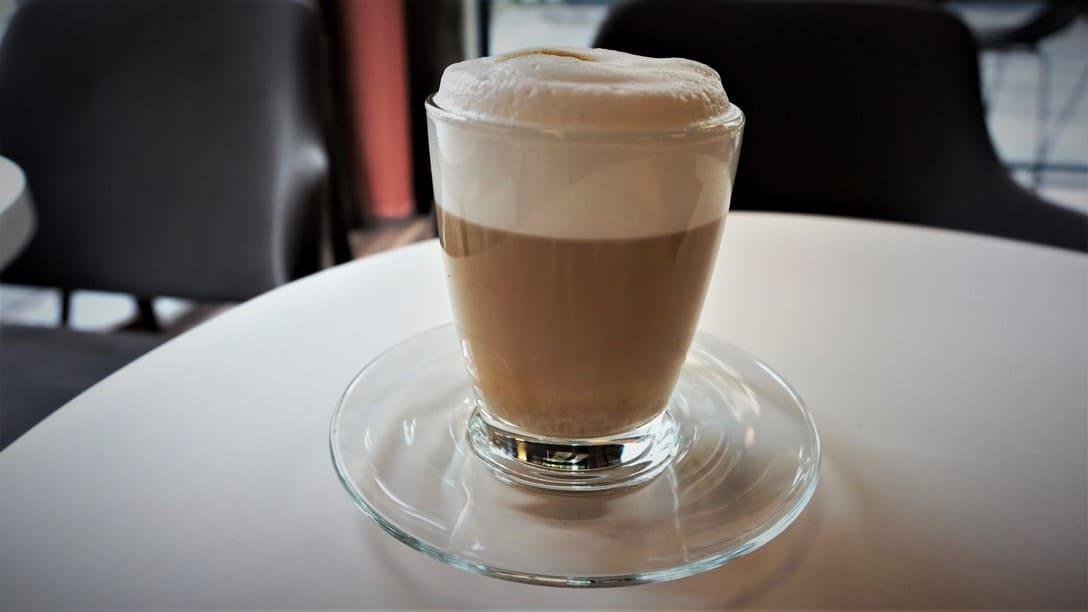Naua Cafe - a minimalist Cappuccino