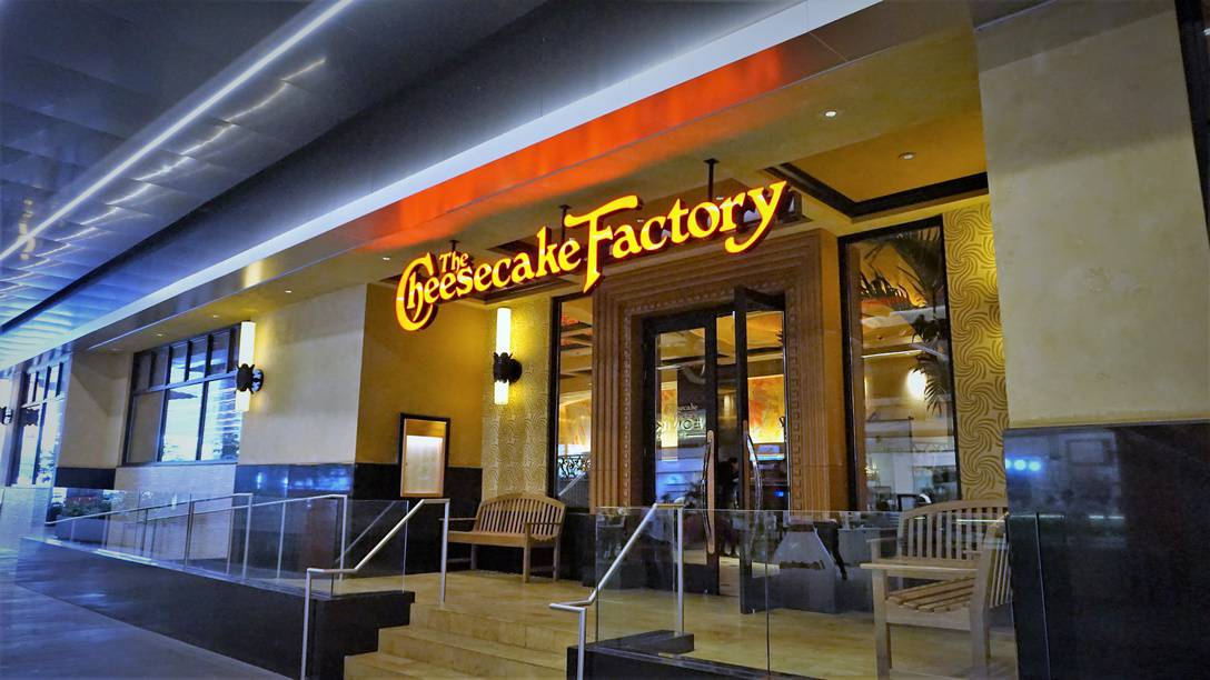 Cheesecake Factory Mexico City (1)